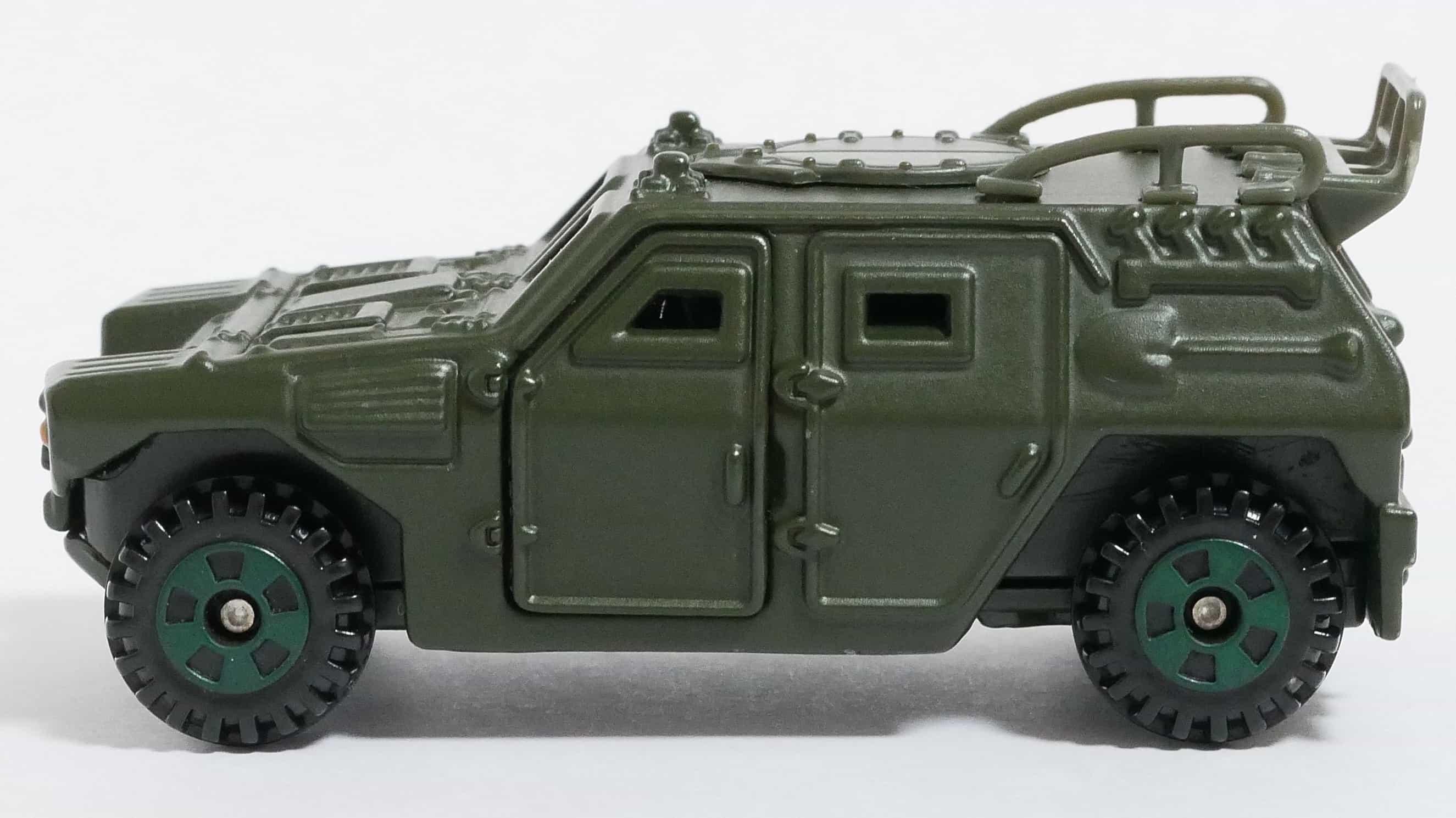 トミカNo.114-3自衛隊軽装甲機動車-横