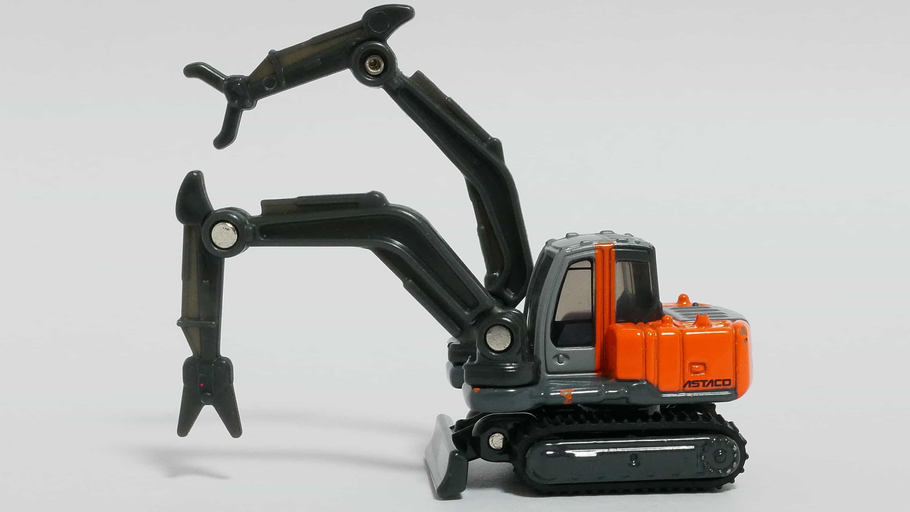 トミカNo.65-7日立建機双腕作業機アスタコ-前